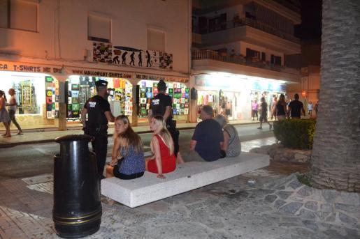 La Unidad Nocturna de la policía se creó hace varios años con la finalidad de mejorar la seguridad y la convivencia en la zona costera de Cala Rajada.
