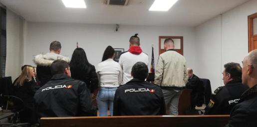 Los cinco imputados, en una sala de lo Penal de Palma.