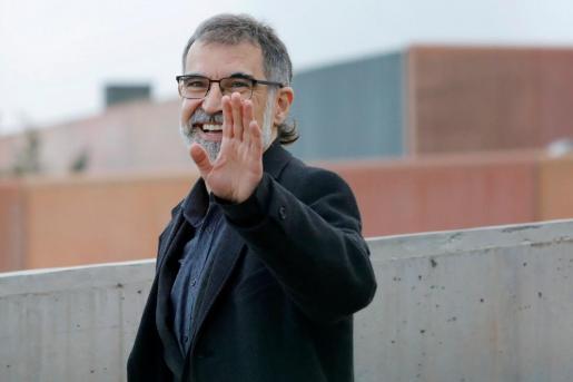 El presidente de Òmnium Cultural, Jordi Cuixart, ha salido esta mañana de la prisión barcelonesa de Lledoners con un permiso de 72 horas para ir a trabajar que le concedió la Junta de Tratamiento del centro y que avaló una juez de vigilancia penitenciaria pese a oponerse la Fiscalía a esta medida.