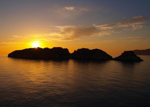 Imagen de un atardecer en Mallorca, donde se pueden ver las Islas Malgrats.
