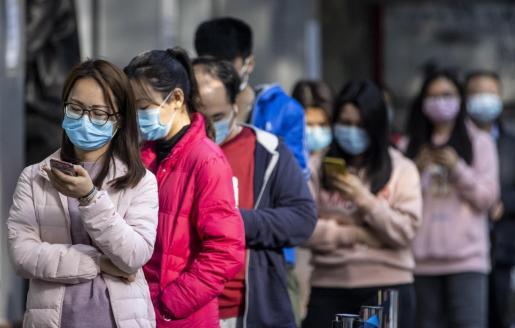 Ciudadanos chinos, con las mascarillas.
