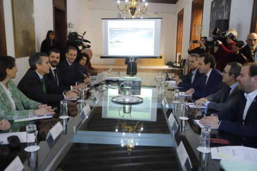 Imagen de la reunión de este jueves entre AENA y el Govern.