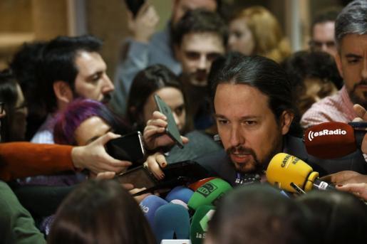 El vicepresidente segundo del Gobierno, Pablo Iglesias, que ha comparecido a petición propia ante la Comisión de Derechos Sociales y Políticas Integrales de la Discapacidad del Congreso, atiende a los medios a su llegada.