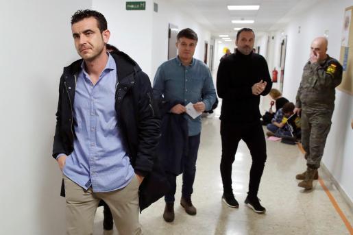 Antonio Sevillano, Pedro Morillas (c) y Oliver Cuadrado, tres de los españoles que fueron repatriados el pasado 31 de enero de Wuhan.
