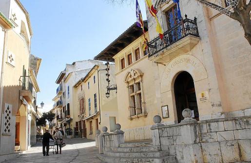 La propia alcaldesa de Alcúdia explicó en el pleno que viviendas no catalogadas se ahorraron el IBI.