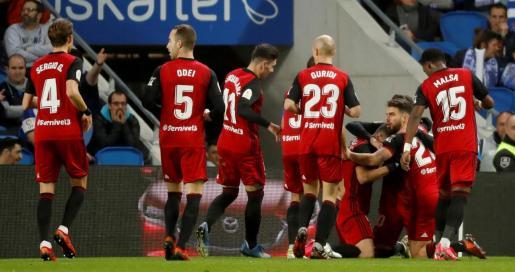 Los jugadores del Mirandés celebran el gol del brasileño Matheus Aias, primero del equipo ante la Real Sociedad.