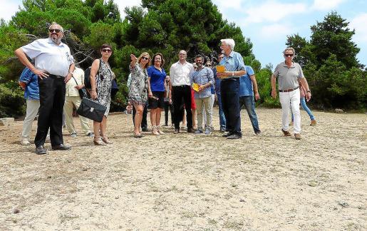 En verano de 2017 Romeva y Fanny Tur visitaron Sa Coma para conocer in situ donde se ubica la fosa.