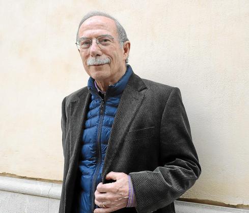 Antoni Vidal Ferrando (Santanyí, 1945) acaba de publicar Quan el cel embogeix (Adia).