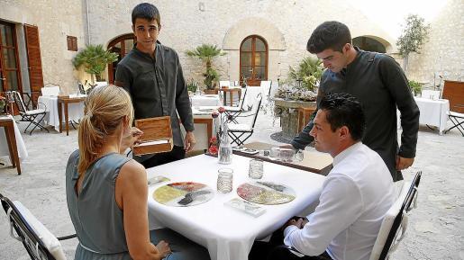 Terraza del restaurante Zaranda, dos estrellas Michelin, cuyos clientes deben tener al menos 14 años.