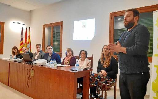 La sala de plenos acogió la presentación de la digitalización de los documentos.