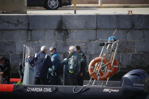 Una lancha de la Guardia Civil, en el operativo de búsqueda.