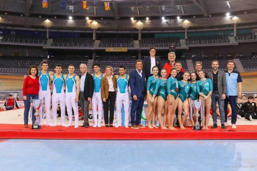 Imagen del podio de la Mallorca Gym Cup con los gimnastas del Xelska.