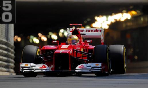 El piloto español Fernando Alonso, de la escudería Ferrari, durante la tercera jornada de entrenamientos libres en Montecarlo.