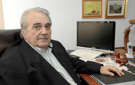 El psiquiatra Cristóbal Serra lleva 50 años tratando a niños y en 2020 celebrará los 40 desde que abrió su consulta en Palma.