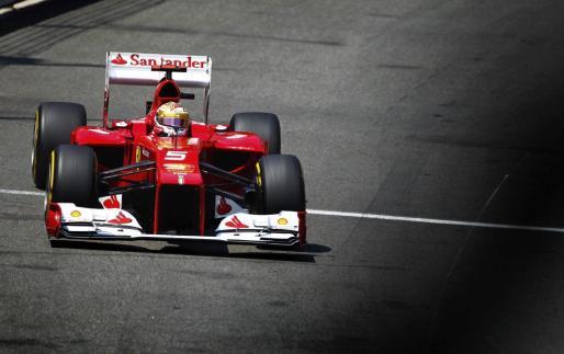 El piloto español de Fórmula Uno, Fernando Alonso, de la escudería Ferrari, participa en la tercera jornada de entrenamientos libres en Montecarlo (Mónaco).