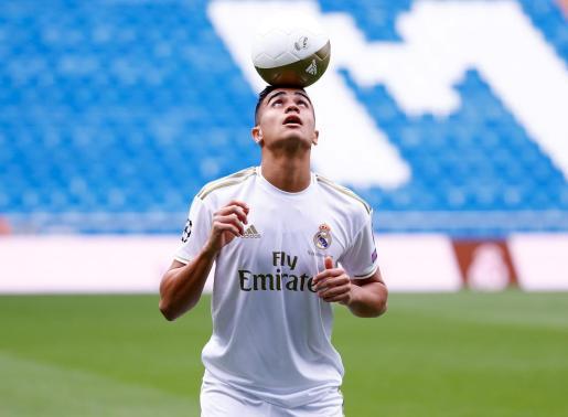El nuevo jugador del Real Madrid, Reinier, durante su presentación en el estadio Santiago Bernabéu.