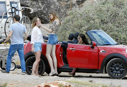 Laura Haddock, Geena Roman y Marta Milans, durante el rodaje de 'White Lines' en 2019.