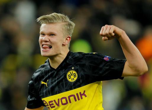 Erling Braut Haaland, delantero del Dortmund, celebra uno de sus goles contra el PSG en el Signal Iduna Park.