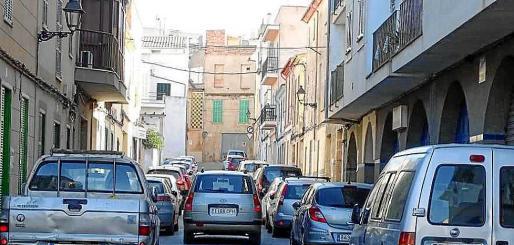 Los vecinos de Felanitx ahora ya aparcan los vehículos en la calle y no encima de la acera.