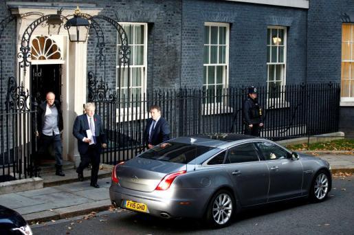 El primer ministro británico Boris Johnson y Dominic Cummings abandonado Downing Street.