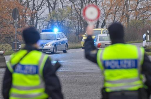 agentes de la policía de Alemania en un control.