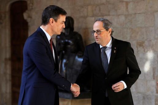 El presidente catalán, Quim Torra, y el presidente del Gobierno, Pedro Sánchez, en una imagen de su reunión del pasado 6 de febrero.