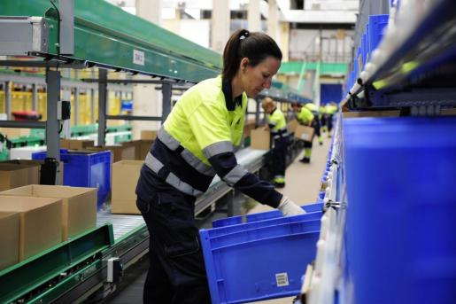 UGT denuncia que las mujeres tienen más problemas para ascender en el trabajo y para tener un buen sueldo.