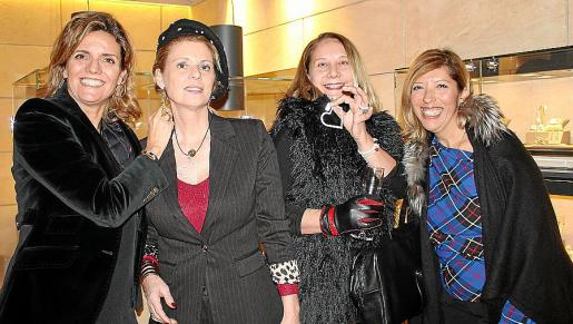 Isabel Guarch, Aina Aguiló, Águeda Ropero y Gema Muñoz.