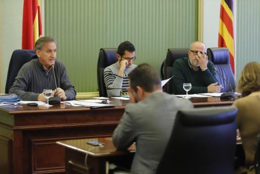 El director de la Oficina Balear de la Infancia y la Adolescencia (OBIA), Serafín Carballo, ha comparecido este jueves por la tarde en el Parlament a petición del PI para informar de los 16 casos de explotación sexual a menores tutelados.