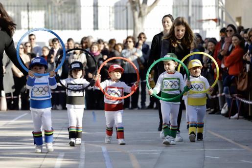El colegio del Sagrat Cor dedicó el día a los Juegos Olímpicos. Los niños se dizfrazaron con temáticas deportivas.