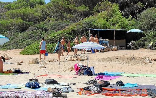 Estudiarán la manera de imponer sancionar a la actividad ilegal de la playa virgen.