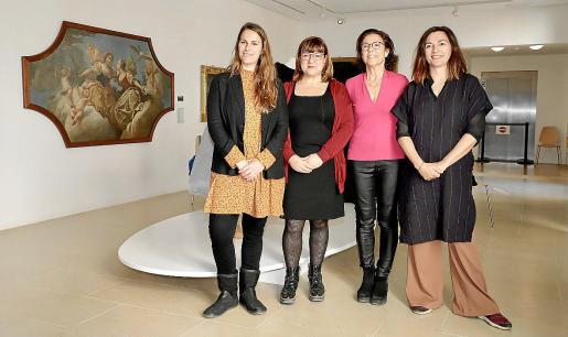 Maria Pastor, Bel Busquets, Maria Gràcia Salvà y Catalina Solivellas, en el Museu de Mallorca.