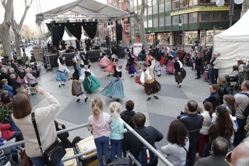 El Día de Baleares se celebran numerosas actividades, como las de Ball de Bot.