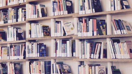 Los libros ayudan a pasar ratos muy agradables.