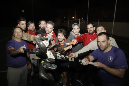 Imagen de los integrantes del proyecto de hockey masculino en marcha en Mallorca.