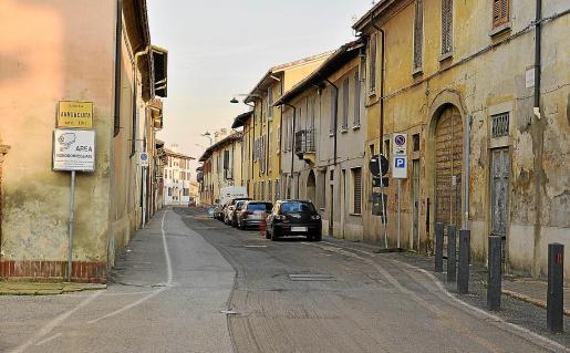 Imagen de la localidad de Castiglio d'Adda donde la gente permanece en sus casas por precaución.