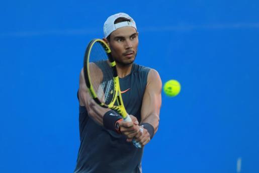 Rafael Nadal, número dos de la lista de la ATP, durante su entrenamiento con el alemán Alexander Zverev.