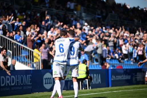 Toni Gabarre y Alberto Villapalos celebran el primer y único gol del partido.