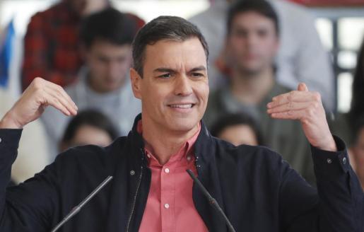 El secretario general del PSOE y presidente del Gobierno, Pedro Sánchez, durante su intervención en el acto que celebró el partido en Santiago de Compostela.