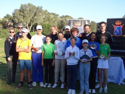 En la imagen, un momento de la entrega de premios del II Puntuable Zonal de golf de Balears.
