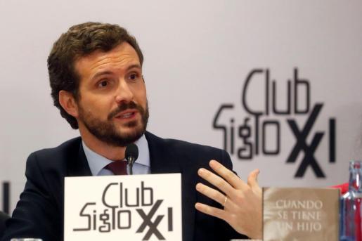 El líder del Partido Popular, durante la presentación del libro del eurodiputado del PP, Leopoldo López Gil, padre del opositor venezolano Leopoldo López, 'Cuando se tiene un hijo'.