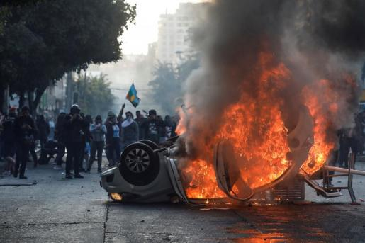 Protesta en contra del Festival de la Canción de Viña del Mar, con quemas de vehículos incluidas.