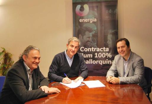 Antoni Frontera, Presidente del Consell d'Administració de U energía y Luis Gil de Sola, Director de Recursos de Amadip Esment han sido los encargados de firmar el acuerdo.