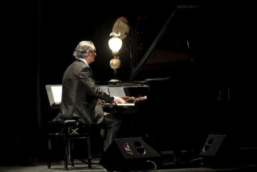 El pianista Biel Duran se rodea de buenos músicos en este concierto solidario.