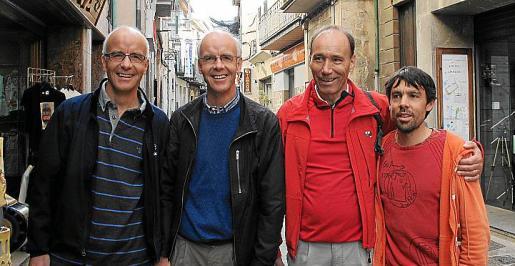 El solleric Tòfol Castanyer, que fue campeón mundial de maratón, junto a los hermanos Hintermann y Roland Breitenmoser.