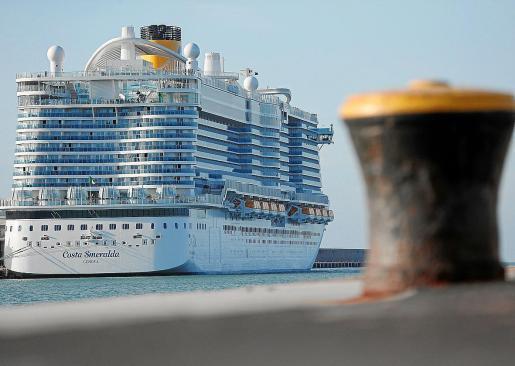 'Costa Smeralda'. El crucero 'Costa Smeralda', que a finales de enero se vio afectado por un caso de ronavirus, que al final fue descartado, llega este martes a Palma. Todos los cruceros que hacen escala en Palma salen de puertos italianos. El barco tiene capacidad para 6.600 personas, entre pasajeros y tripulación.