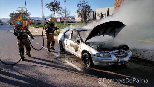 Afortunadamente no se tuvieron que lamentar daños personales, aunque el vehículo quedó seriamente dañado, como puede apreciarse.