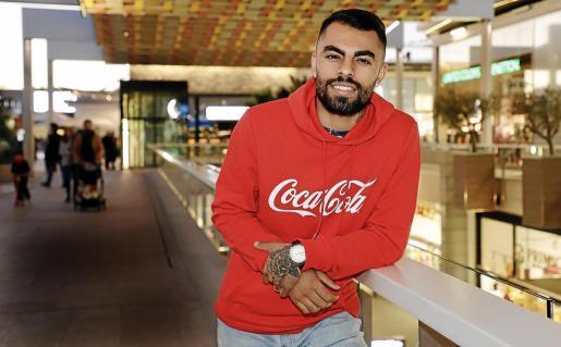Diego Nunes, jugador del Palma Futsal, posa para este diario en un conocido centro comercial de Palma.