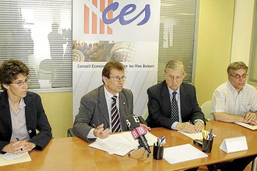 Huguet se rodeó de la cúpula directiva para reivindicar la continuidad del CES.