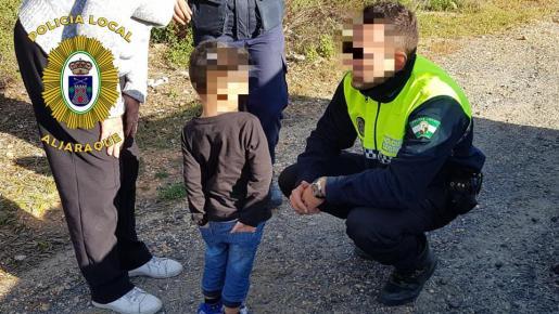 La Policía ha encontrado al niño de tres años solo en un paraje.